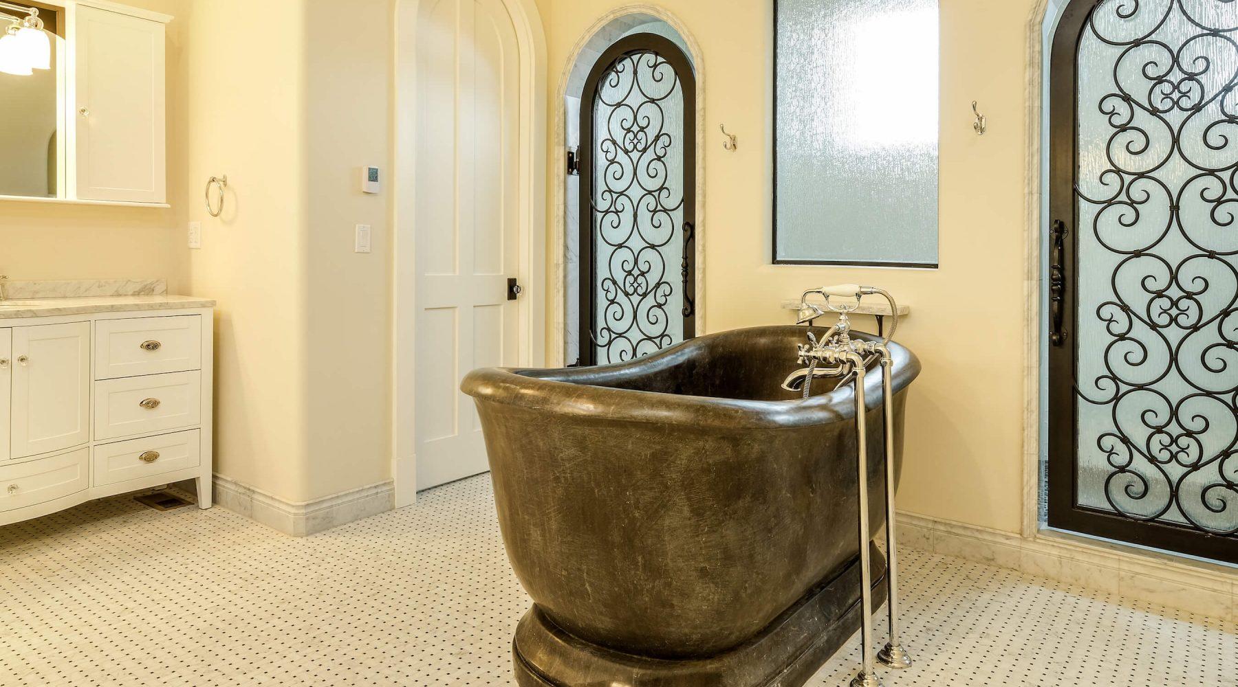 12656 Waterside master bathtub Ln-20