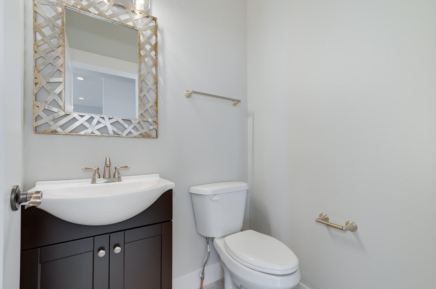 1327 Sweetwater Ln Berthoud CO-large-024-10-Powder Room-1500x995-72dpi