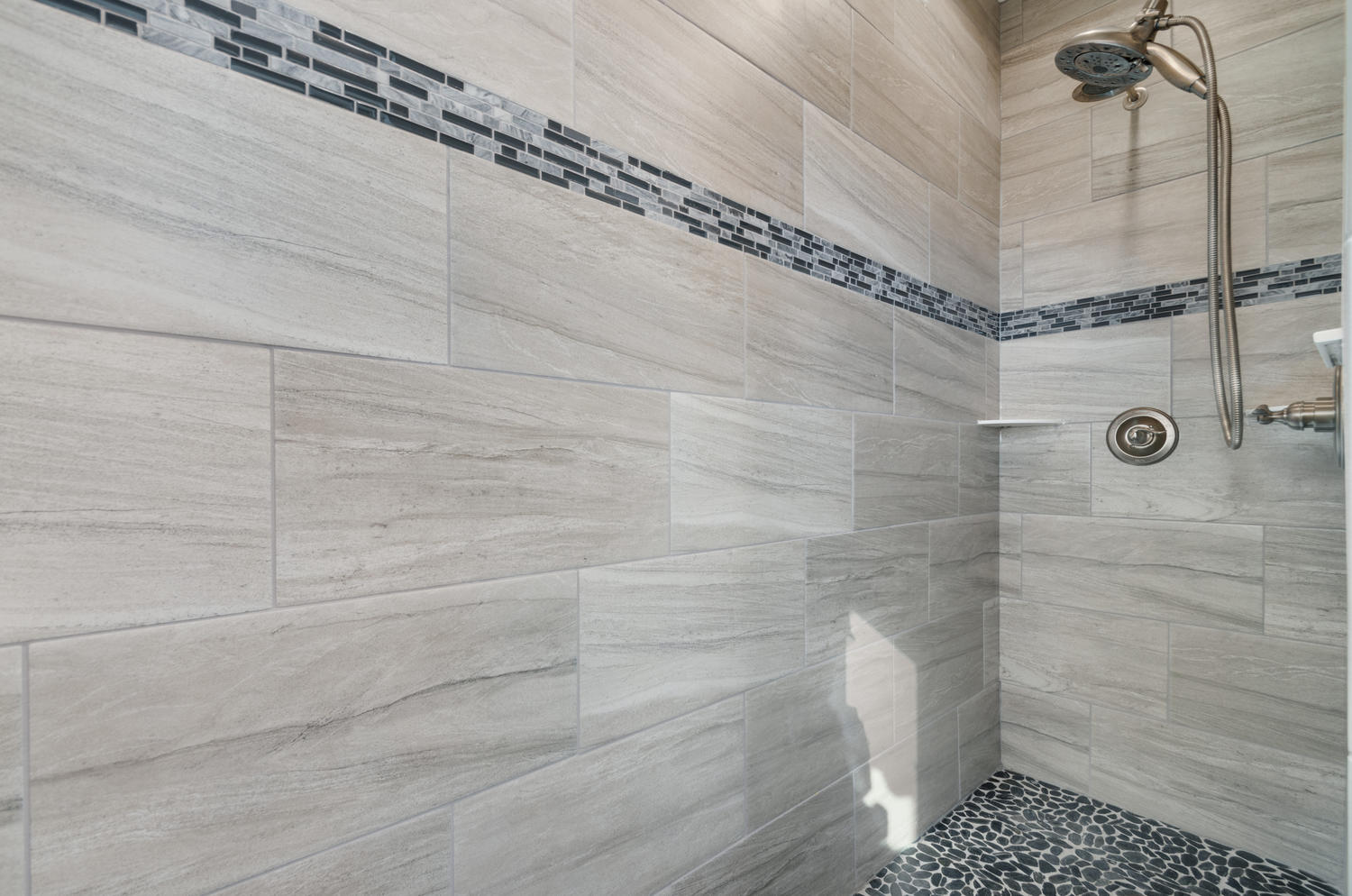 1327 Sweetwater Ln Berthoud CO-large-029-31-Shower-1500x994-72dpi