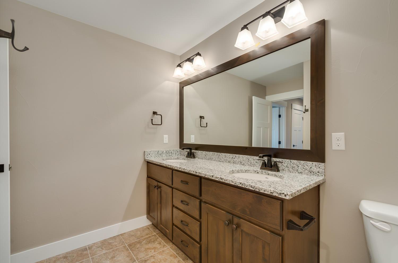 17180 Primrose Ln Mead CO-large-039-30-Bathroom-1500x994-72dpi